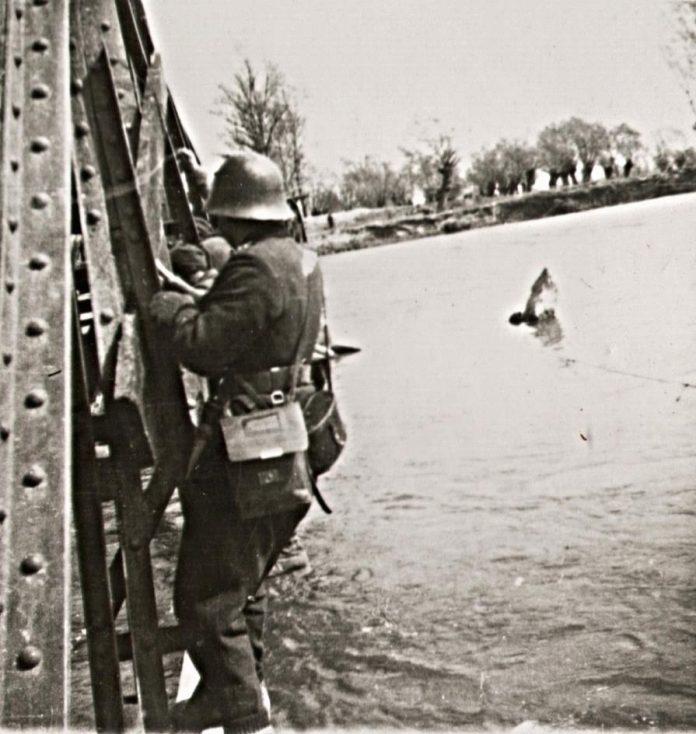 В периода 29 март-14 април 1945 г. Първа българска армия провежда ...